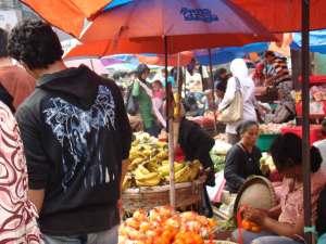 Pedagang buah di Pasar Minggu